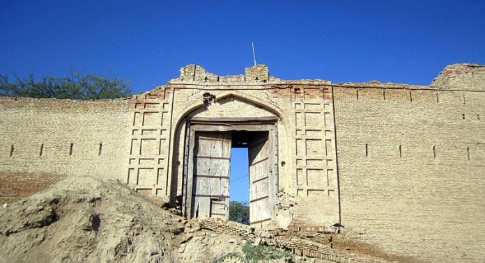 "Perched in between legendary Suleman Mountain Range and mighty river Indus, the centuries old Harrand fort in Jampur tahsil of district Rajanpur is once again under the spotlight to undergo a maiden effort by the Punjab archaeology department for restoration and conservation of the monument, now mostly in ruins. ""The monument has never undergone restoration/conservation since 1985 when it was declared a protected site by the Punjab government"", an official said. (Match the photo with APP feature slugged ""Centuries old Harrand fort again under spotlight for restoration, conservation"" already been released"