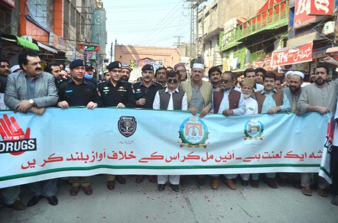 SSP Operation Yasir Afridi along with Qissa Khuwani shopkeepers participating in awareness walk against drugs at Qissa Khuwani Bazaar