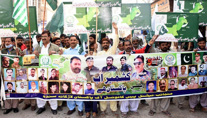 Members of Pakistan National Peace Council participating in a rally to mark the Kashmir Solidarity Day outside Press Club