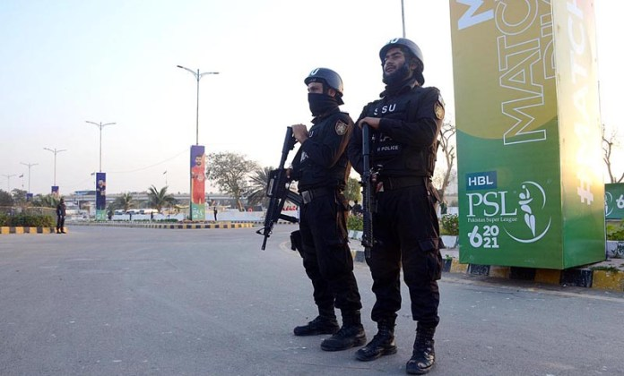 Personnel of Special Services Unit high alert on the security duty on the occasion of practice session of the PSL-6 at the National Stadium