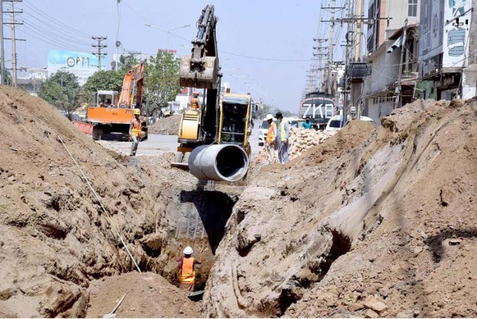 Labors busy in development work of sewerage line
