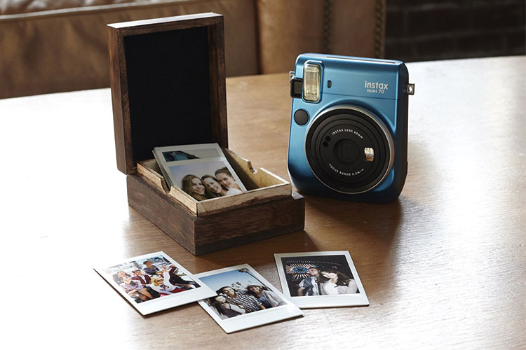 4644e40f650845 Avis et test du polaroid Fujifilm Instax Mini 70  Le plus abouti de ...
