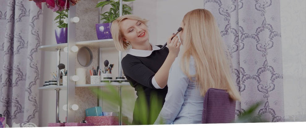 Expert Beauticians Share Make up Tips for Professional Headshots