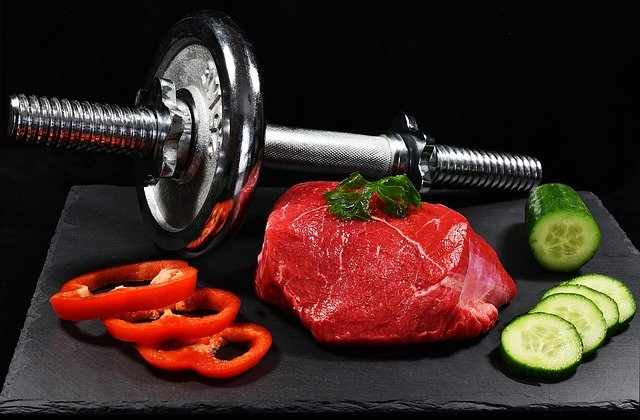 NUTRITIONAL TIPS FOR MUSCLE BUILDING AND WEIGHT LOSS