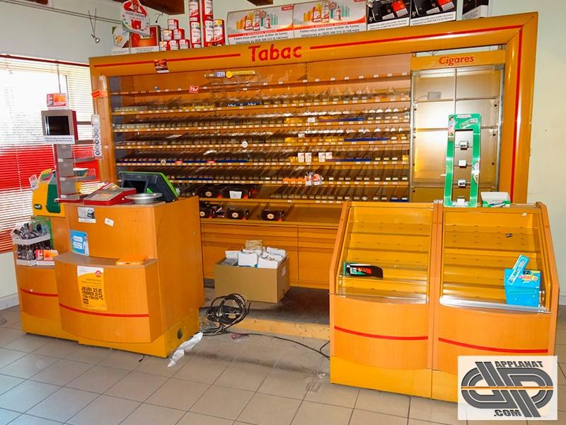 Ensemble De Mobilier Pour Commerce Tabac Presse