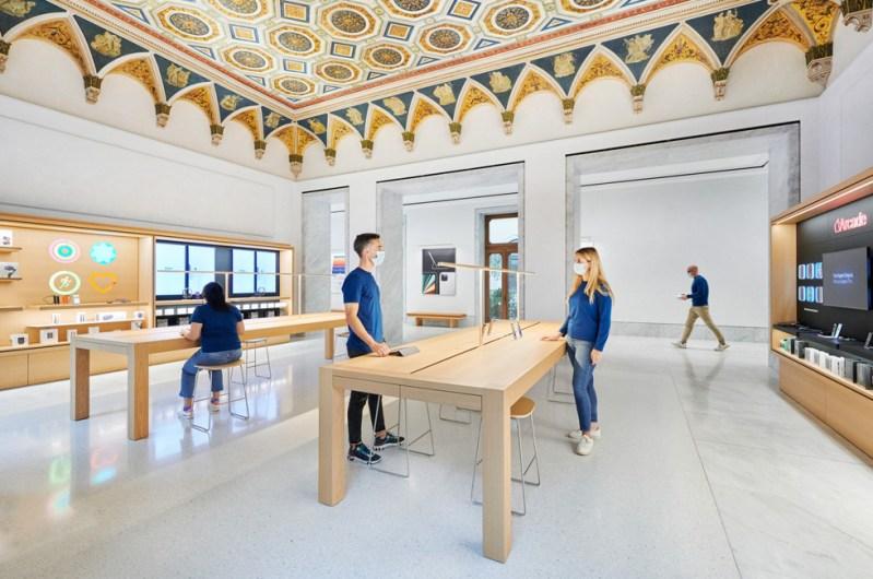 Spazio dedicato al supporto Apple e al Genius Bar in Apple Via del Corso.