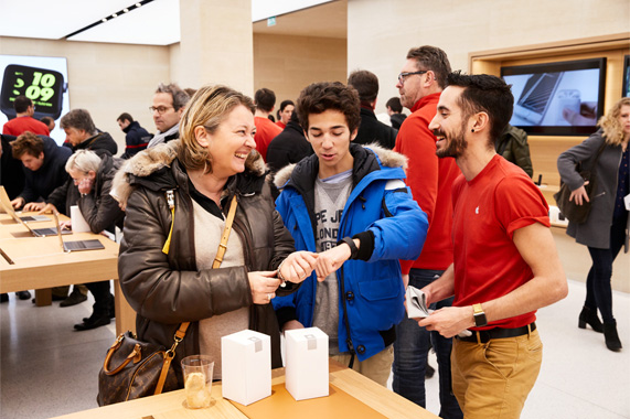 Apple March     Saint Germain opens in Paris   Apple The new retail store is the first in France to feature many of Apple s  latest retail innovations