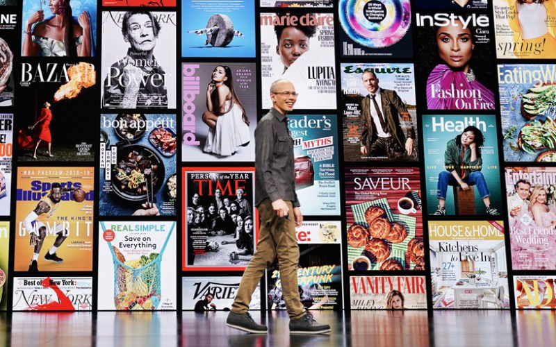 Roger Rosner en el escenario del Steve Jobs Theater.