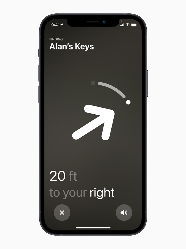 「正確な場所を見つける」機能とAirTagがiPhone 12に表示されている様子。