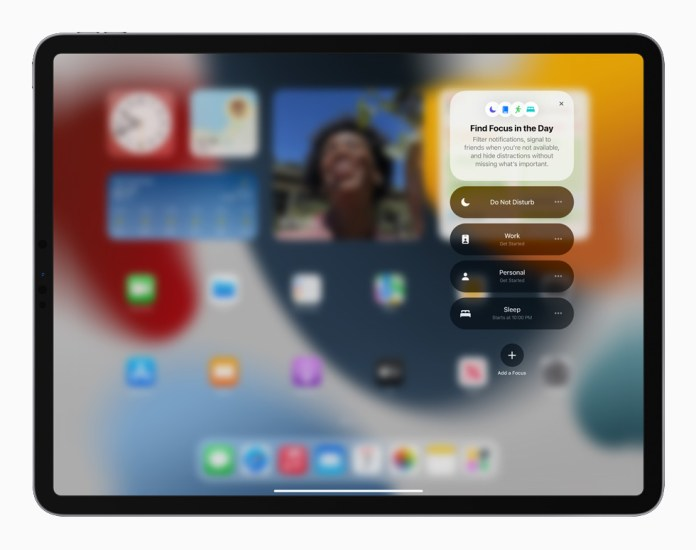 The new Focus feature in iPadOS 15 displayed on iPad Pro.