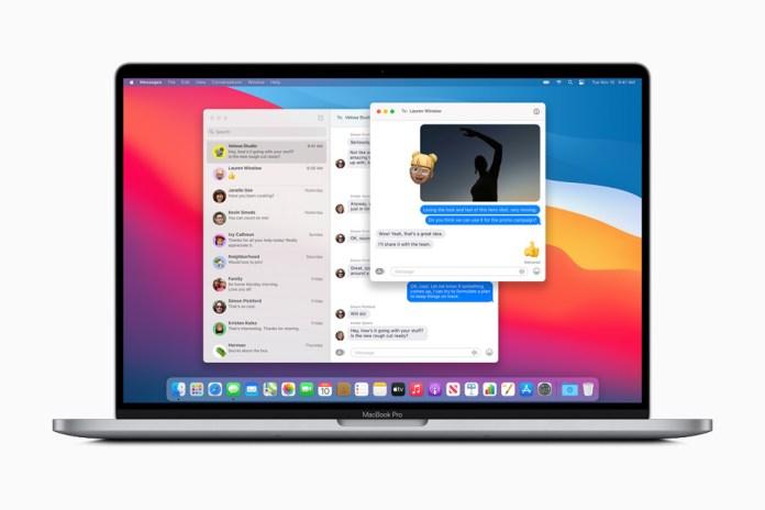 Adesivo Memoji personalizzato aggiunto a una foto condivisa in Messaggi su MacBook Pro.