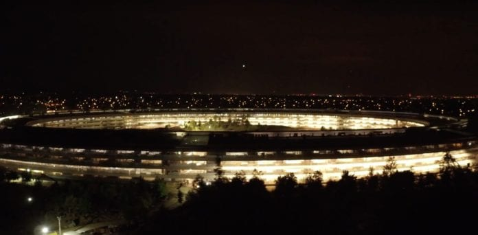 Apple Park Gece