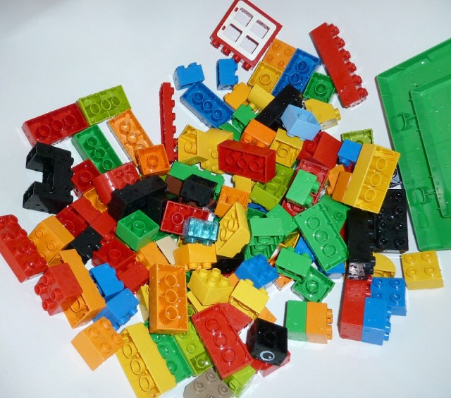 how to clean Lego Duplo