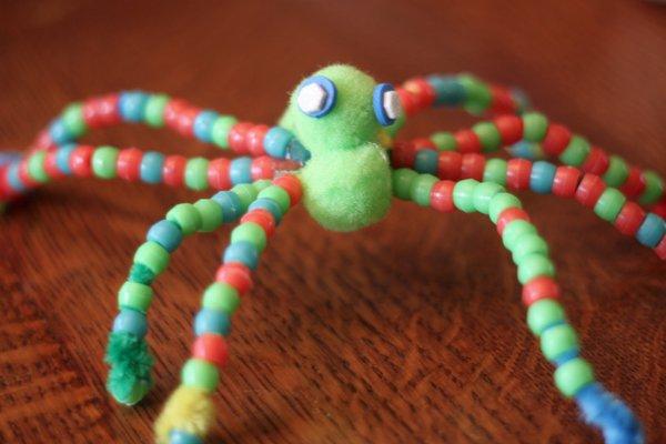 beaded spider - Halloween kids crafts