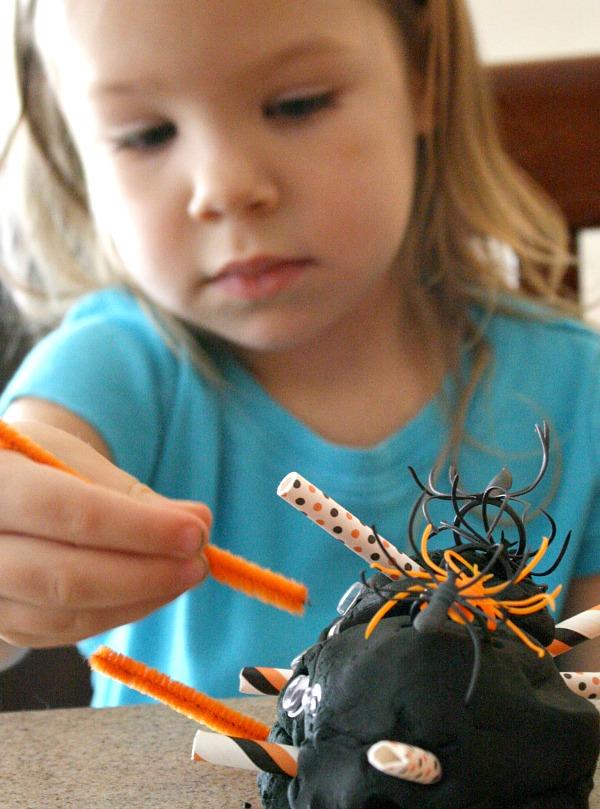 playdough spider - Halloween kids crafts