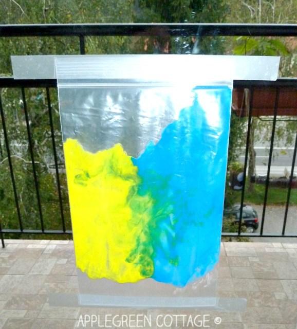 a mess free finger painting ziplock bag