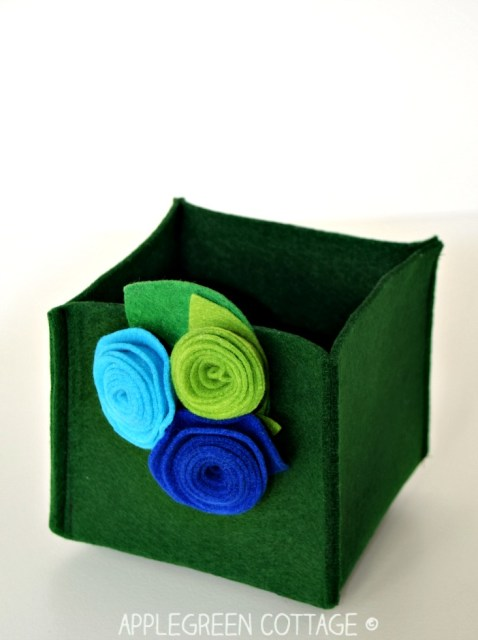 A step-by-step tutorial how to make rolled felt flowers. Rolled flowers are among the easiest decorations you can make out of felt scraps really quickly. All you need is a scrap piece of felt and 10 minutes of your time. Check it out here!