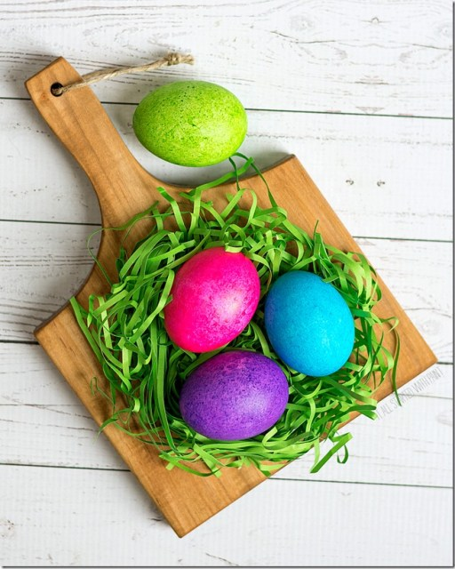 diy painted easter eggs in green and blue