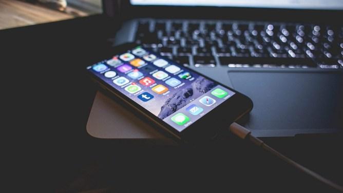 Cum deblochezi un iPhone dacă ai uitat parola sau este dezactivat
