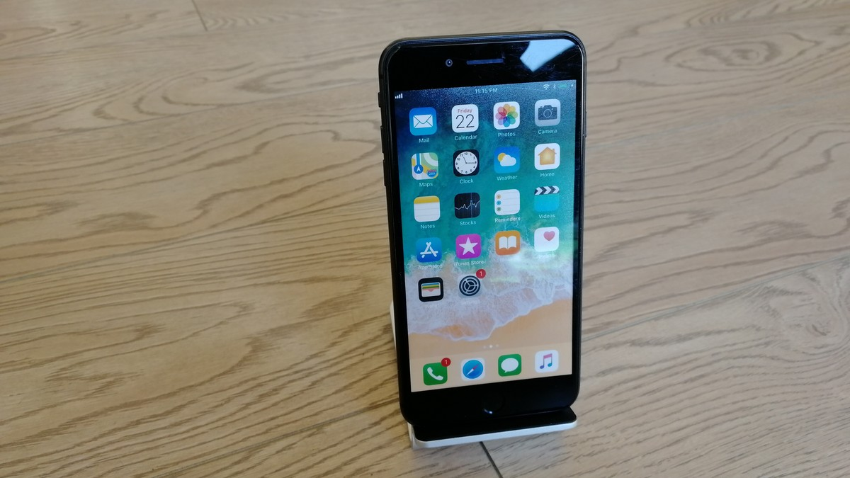 Nabíjecí stojánek pro iPhone 8
