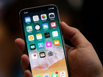 Apple - nerozbirné OLED displeje