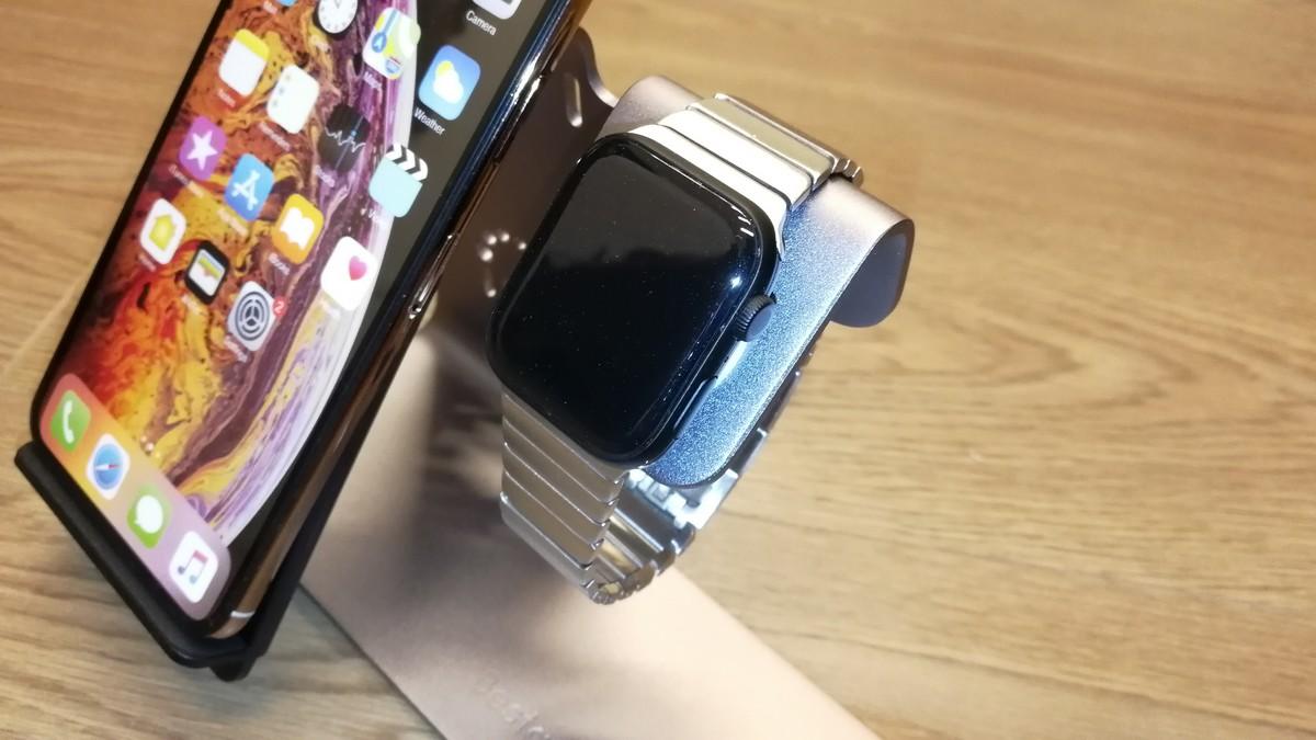 Nabíjecí stojánek na Apple Watch
