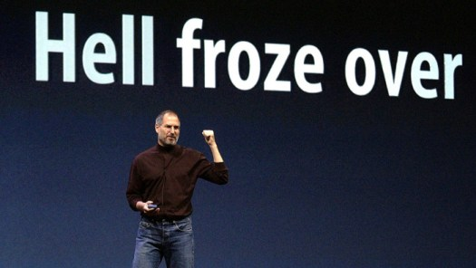 Steve Jobs launches Windows version of iTunes