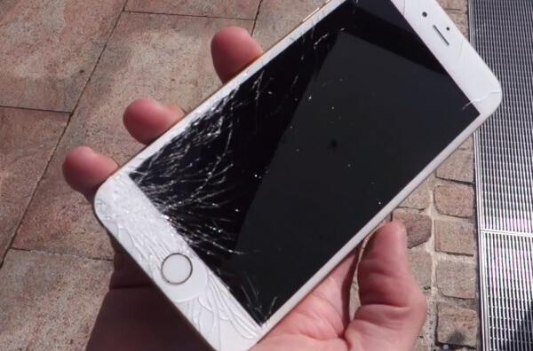 iPhone met gebroken scharm