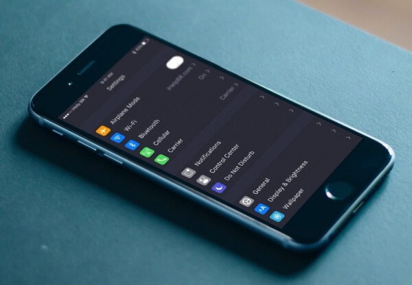 iOS 10 dark mode