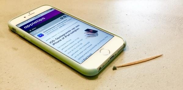 stof uit Lightning poort van een iPhone halen bij problemen opladen