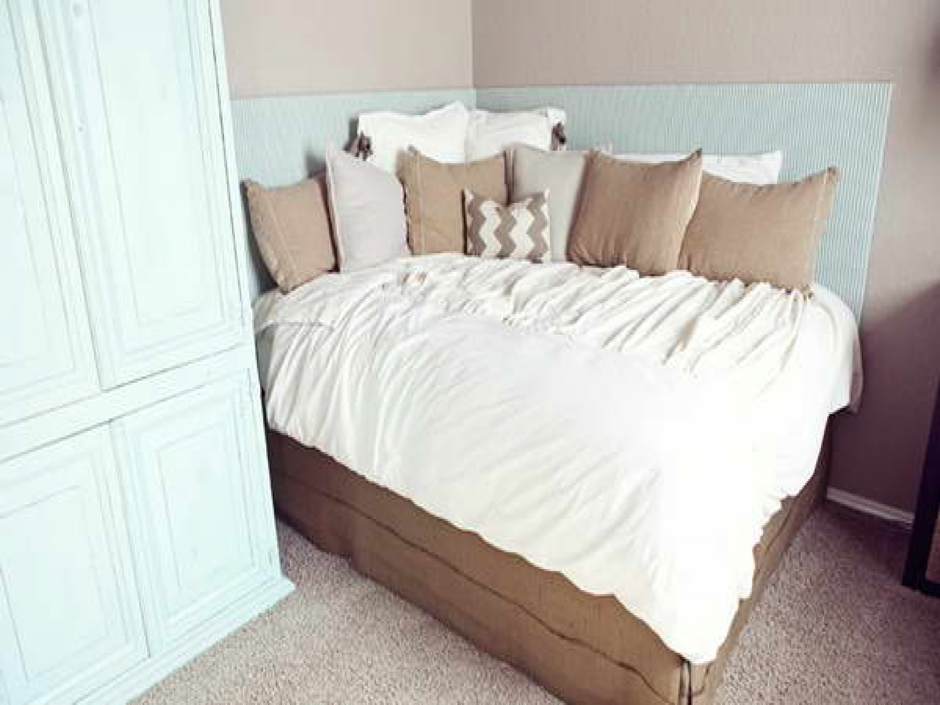 Saving Small Bedroom Spaces With Corner Bed Space Furniture Ideas Money Space Saving Bunk Modern Bedrooms Pink Beds Apppie Org