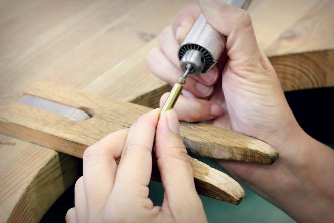 Fraisage d'un tube en laiton pour réaliser une bague en serti clos.