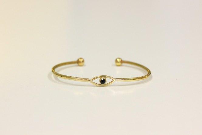 Bracelet Oeil Serti Onyx - un bijou tendance tout en finesse avec sa pierre noire facetée, à découvrir sur www.apprendre-la-bijouterie.com