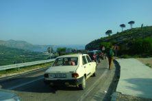 Retour en Croatie. On double les voitures à la douane !