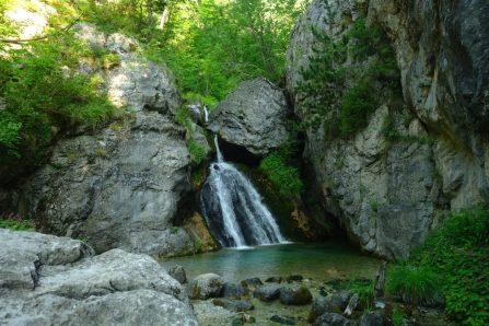 Suivre la rivière vers le Mont Olympe