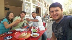 Invitation à déjeuner en route vers Samarcande