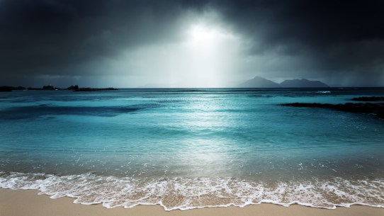 la_digue_island_beach_dark_sky_storm_5k