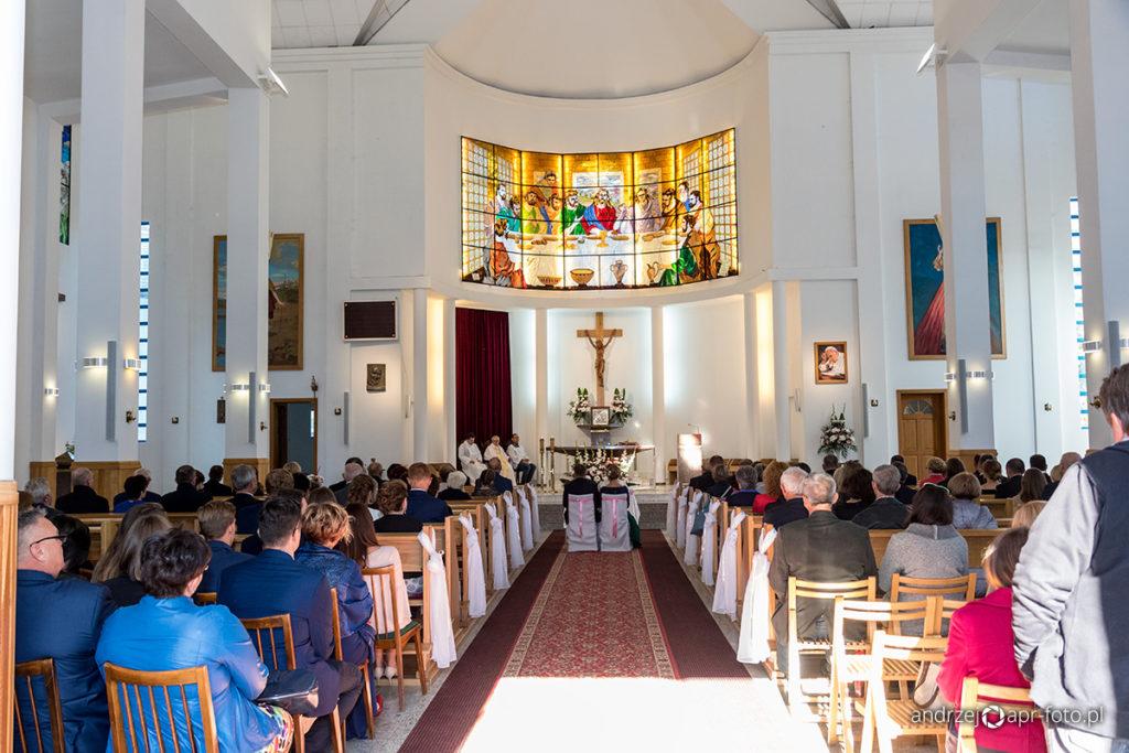 Zdjęcia ślubne - Kościół pełen gości