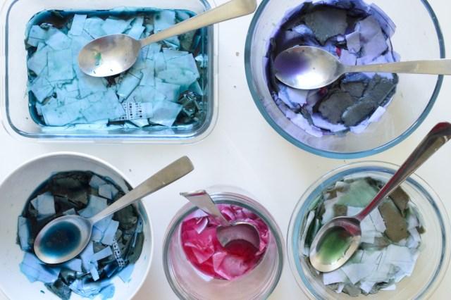 Créer de la pâte à papier colorée / Après la flemme DIY