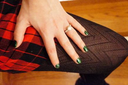 green holiday nails
