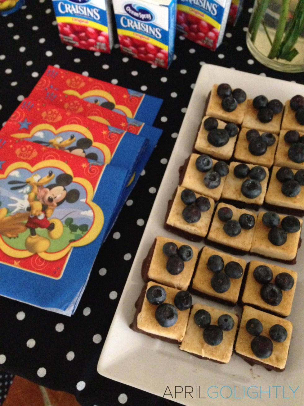 Mickey and Minnie Mouse Desserts for Disney Side Party.jpg