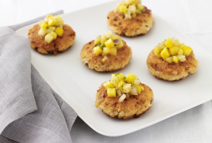 salmon cakes with tropical fruit salsa (recipe courtesy of Jamie Geller and Joy of Kosher with Jamie Geller magazine)