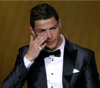 'Tearful' Ronaldo Wins 2013 FIFA Ballon D'or Award