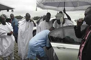 PHOTOS: Fayose Bows To Greet Ooni Of Ife