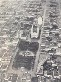 Vista do alto, Piracicaba mostrava melhor as transformações. Os novos edifícios davam outra fisionomia à cidade. A ordem era: crescer para cima!