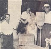 A sra. Com. Humberto D'Abronzo e o sr. Dino Corazza encarregam-se da distribuição de um setor