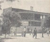 """Na Praça José Bonifácio, Edifício """"Luiz de Queiroz"""" começava a ser construído, também para modernizar a fisionomia da cidade"""