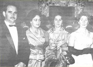 O casal Nino e Lígia Gobin, sras. Nida Dedini Ricciardi e Ahyr Mazzonetto Valler, em recepção já nos tempos de Marco Aurélio