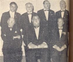 Os contemplados: Bueno de Azevedo (Prêmio História), Morrone, Chiarini e Thales em pé. Maestro Bovi, Rui e D'Abronzo sentados.