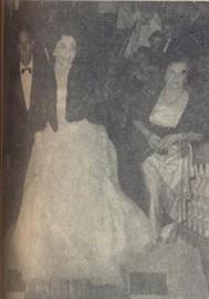 Dona Clotilde e Sr. Amadeu Sabino também tiveram a ventura de apresentar a debutante Vera Aparecida Sabino
